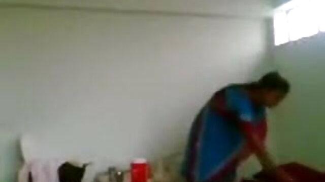 MommyBB संचिका परिपक्व एमआईएलए छूट इंग्लिश फिल्म सेक्सी मूवी के लिए एक युवा लड़के चल रही है