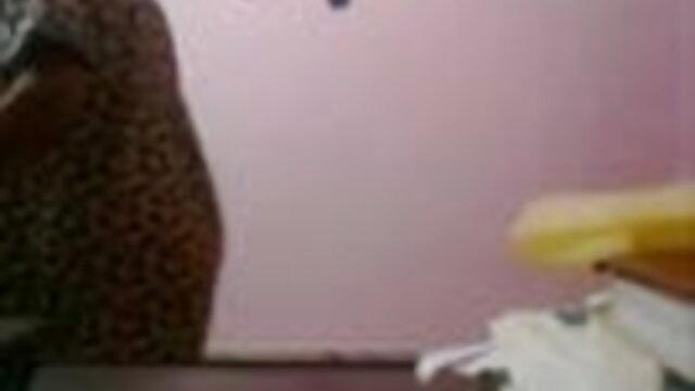 कार्मेला बिंग उसके स्तन के बीच सेक्सी इंग्लिश मूवी मुर्गा प्यार करता है