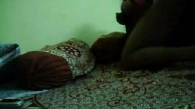 बड़े स्तन के साथ सॉकर माँ सेक्सी मूवी इंग्लिश वीडियो डिल्डो के साथ उसकी परिपक्व बिल्ली काम करती है