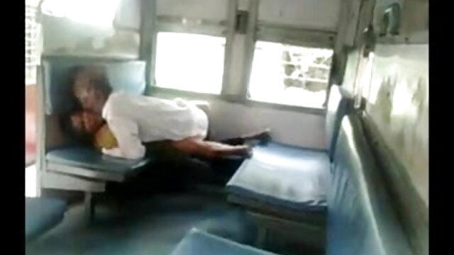 एना करिनेना चेरी चेरी सेक्सी इंग्लिश मूवी वीडियो में अपने पैर की उंगलियों डालती है