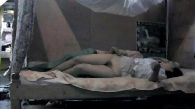 काली लड़की और दोस्त गैंगबैंग इंग्लिश मूवी वीडियो में सेक्सी और बुककेक